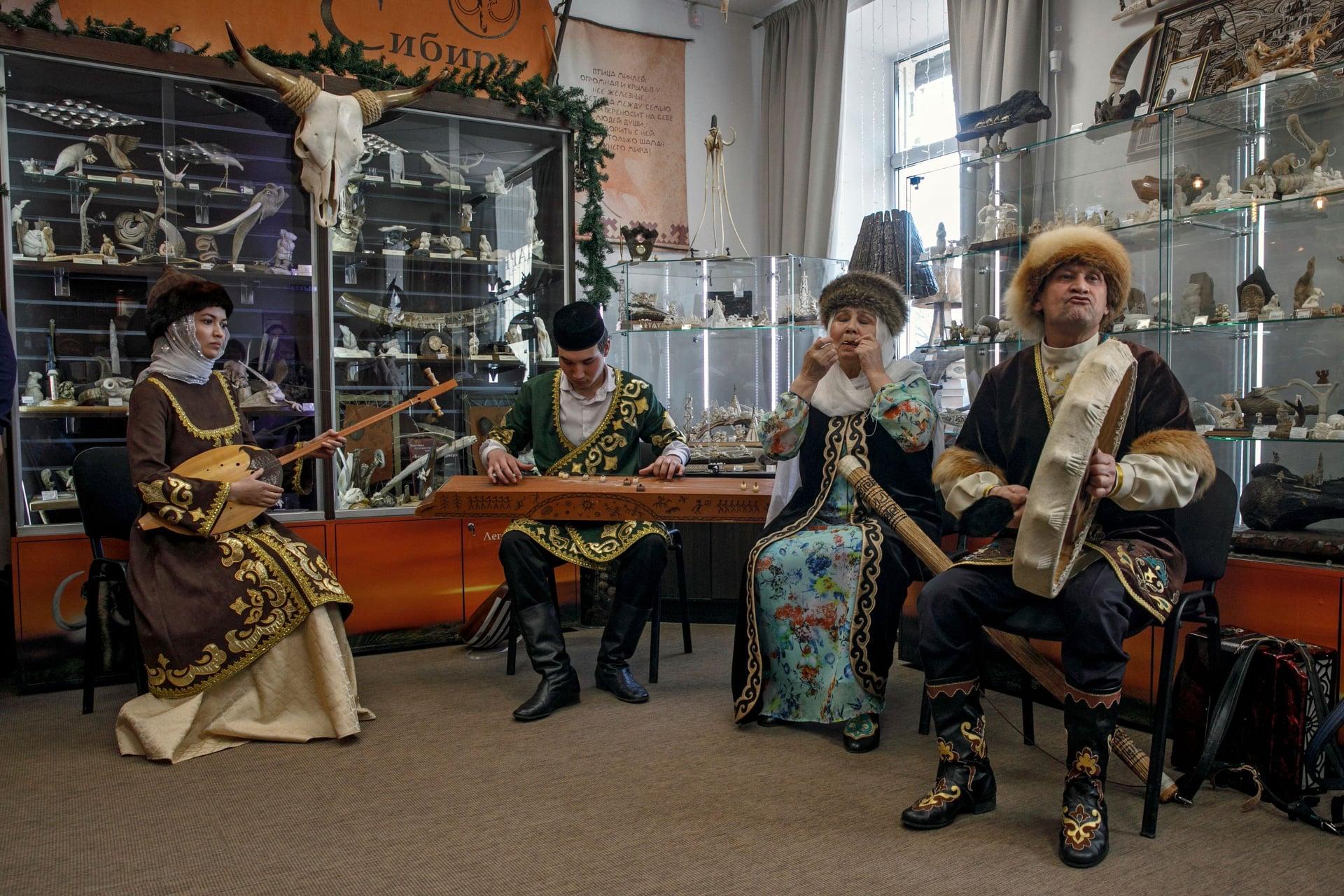Амаль, фольклорный ансамбль, тюмень, татарский ансамблю, центр татарской культуры, легенды сибири, открытие выставки, культура и быт сибирских татар